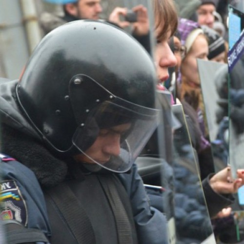 Mirrors Brought to Protests: Police Forced to Look at What They've Become