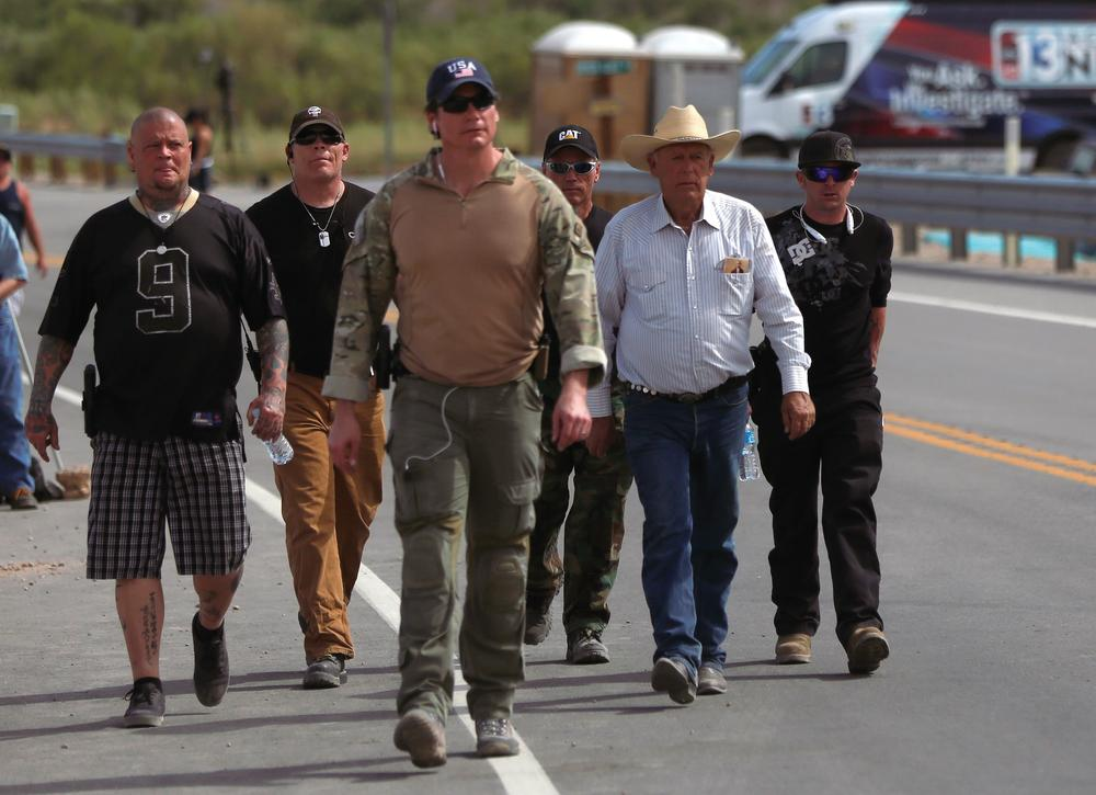 Cliven Bundy, family members, and guards ready for more supporters and militia members to arrive. Image source: REUTERS/Jim Urquhart