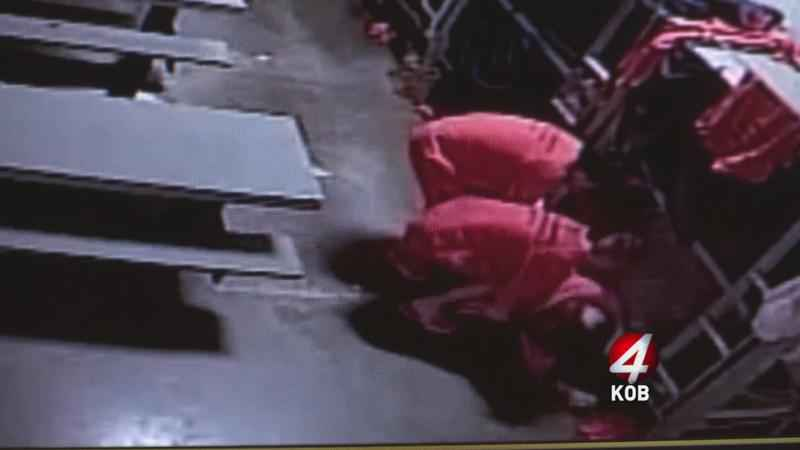 Video_shows_Cibola_County_jail_guards_standing_by_as_inmate_dies-syndImport-073238