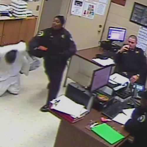 [WATCH] Alabama Prison Guards Fired For Beating Handcuffed and Kneeling Prisoner