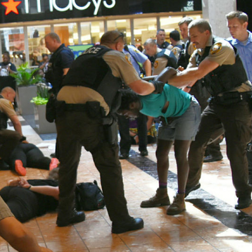 [WATCH] St Louis Police Go Crazy and Arrest 22 Police Brutality Protesters at Galleria Mall