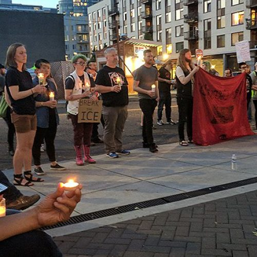 Cops Plead 'Allow ICE Employees to go Home to Their Families' After Protesters Blockade Prison in Portland